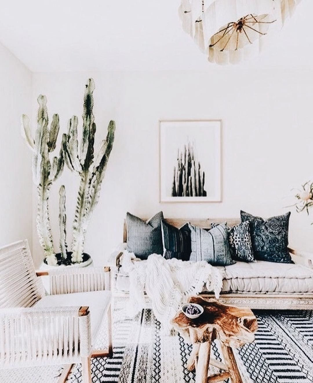 Pin By Bri Majikes On Decor Modern Bohemian Living Room Bohemian Chic Living Room Boho Chic Living Room