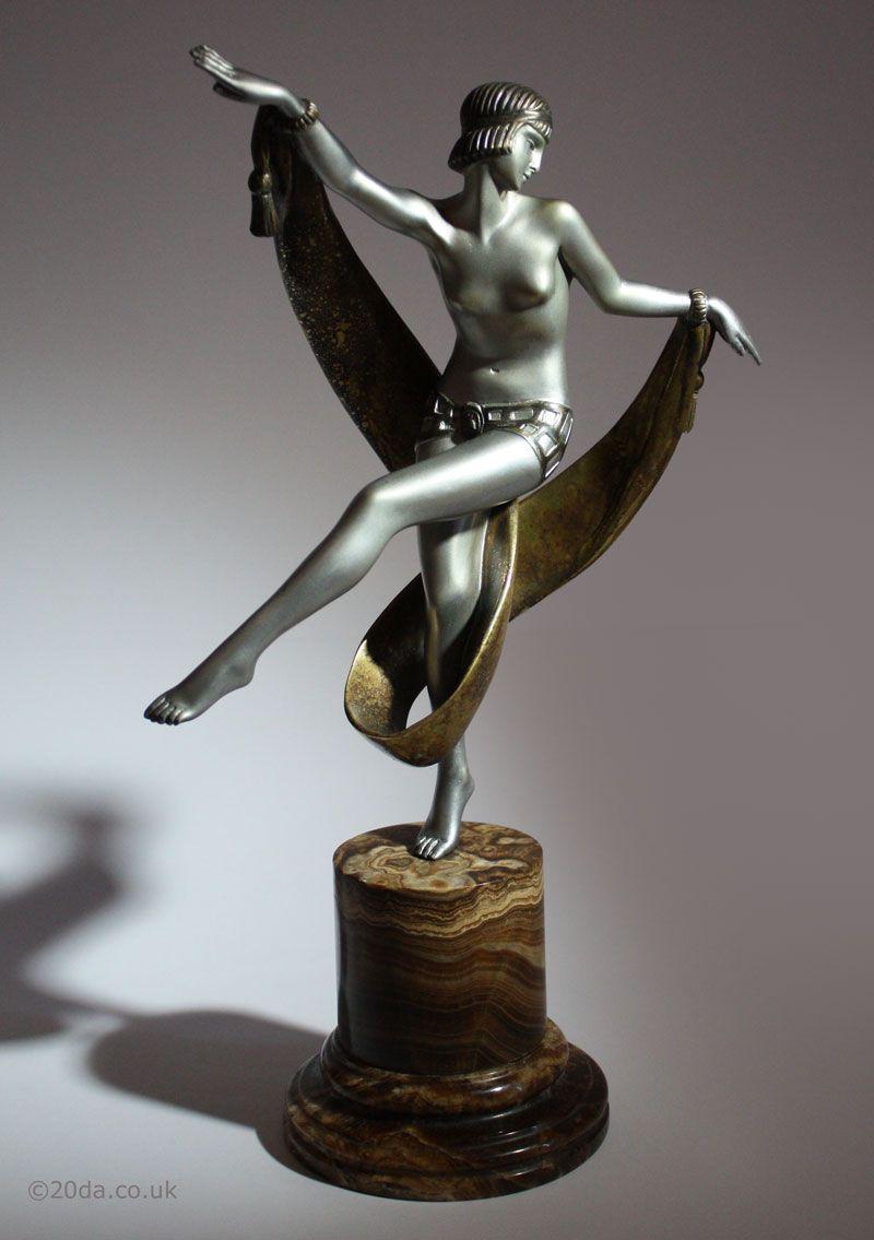 Eine französische Bronzefigur im Art-Deco-Stil von Fanny Rozet, Pas de Lécharpe, 1920er Jahre   – AD ~ Figurine >