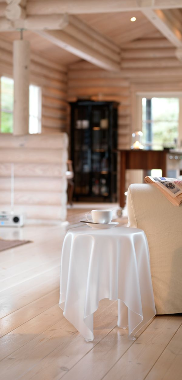 La Mesa Illusion Es Una Declaración De Belleza, Simplicidad Y  Funciolanidad. Inspirada En Las