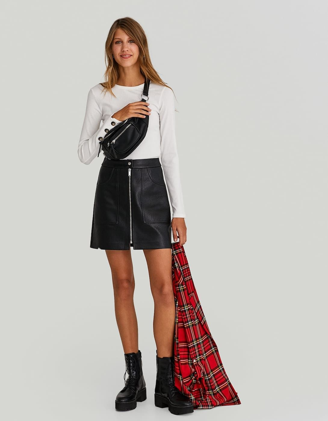 Falda efecto piel zipper Faldas y pichis de mujer