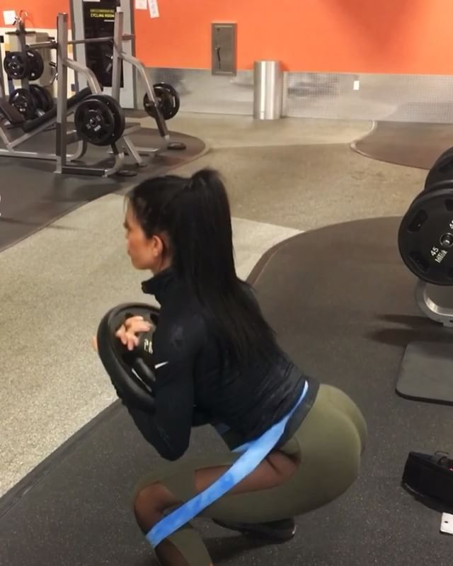 Resistance Bands Treadmill Workout: Talk About BOOTY BURRRRN!!!!! ♿️ Kneeling Squats With