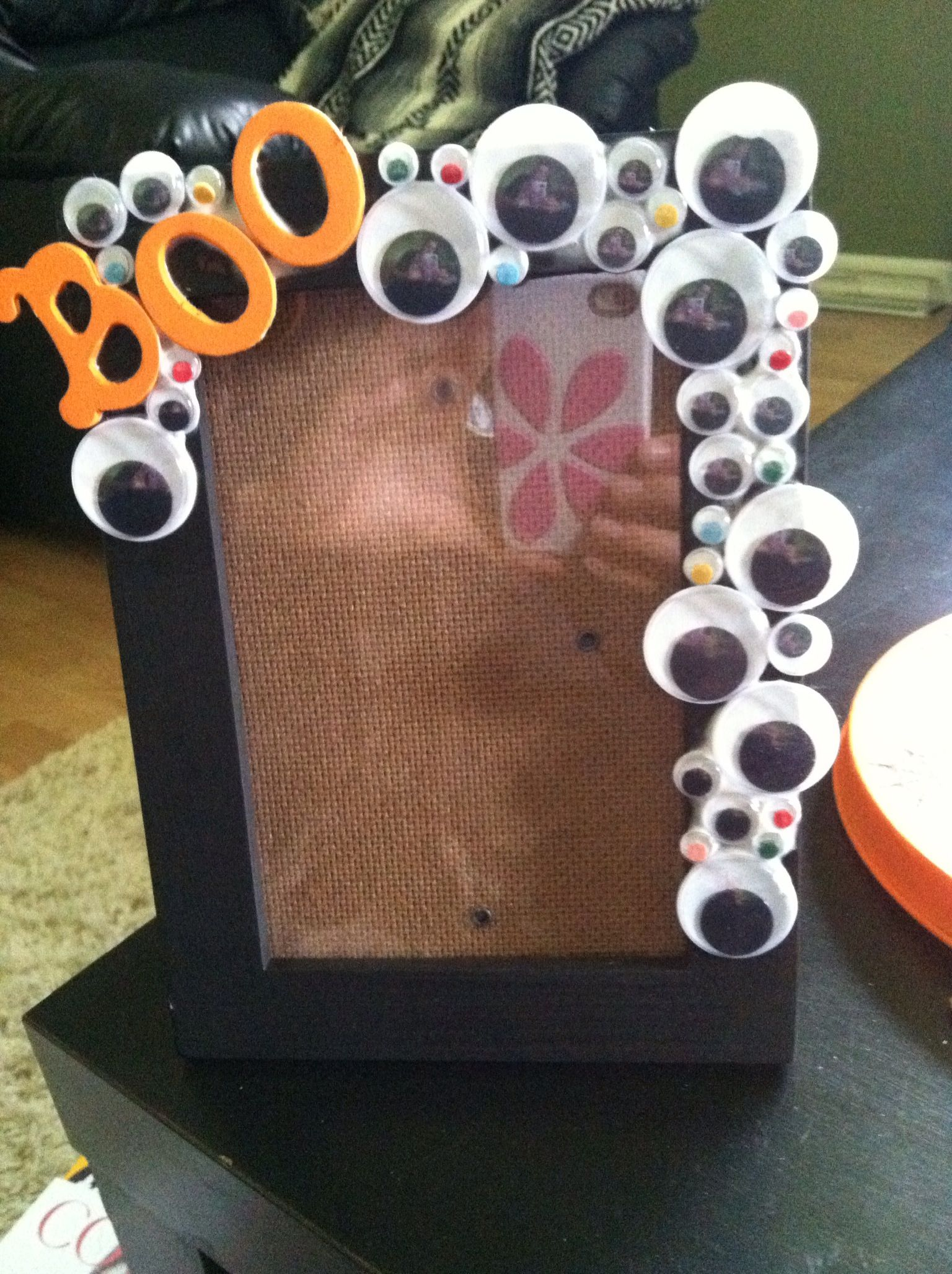 A picture frame that made me GOOGLE my eyes! =) Cool and easy! -Breezy