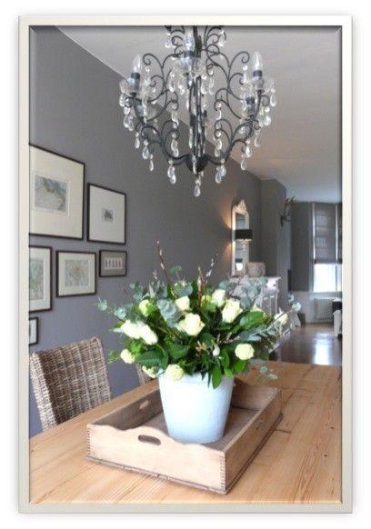 Bilder Wand + kunstblumen in weißer vase