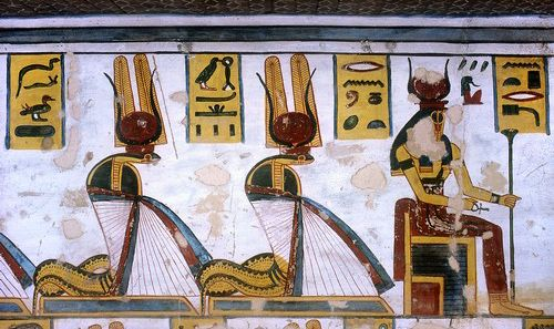 http://www.passion-egyptienne.fr/images/Ramses%20III%20cobras.jpg