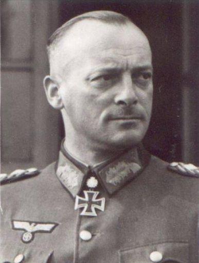 "✠ Karl Friedrich ""Fritz"" Wilhelm Schulz (15 October 1897 - 30 November 1976) RK 29.03.1942 Oberst i.G. Chef d. Gen.St. XXXXIII. AK 20.03.1944 [428. EL] Generalleutnant Fhr [m.d.F.b.] III. Pz.K.26.02.1945 [135. Sw] General der Infanterie OB 17. Armee"