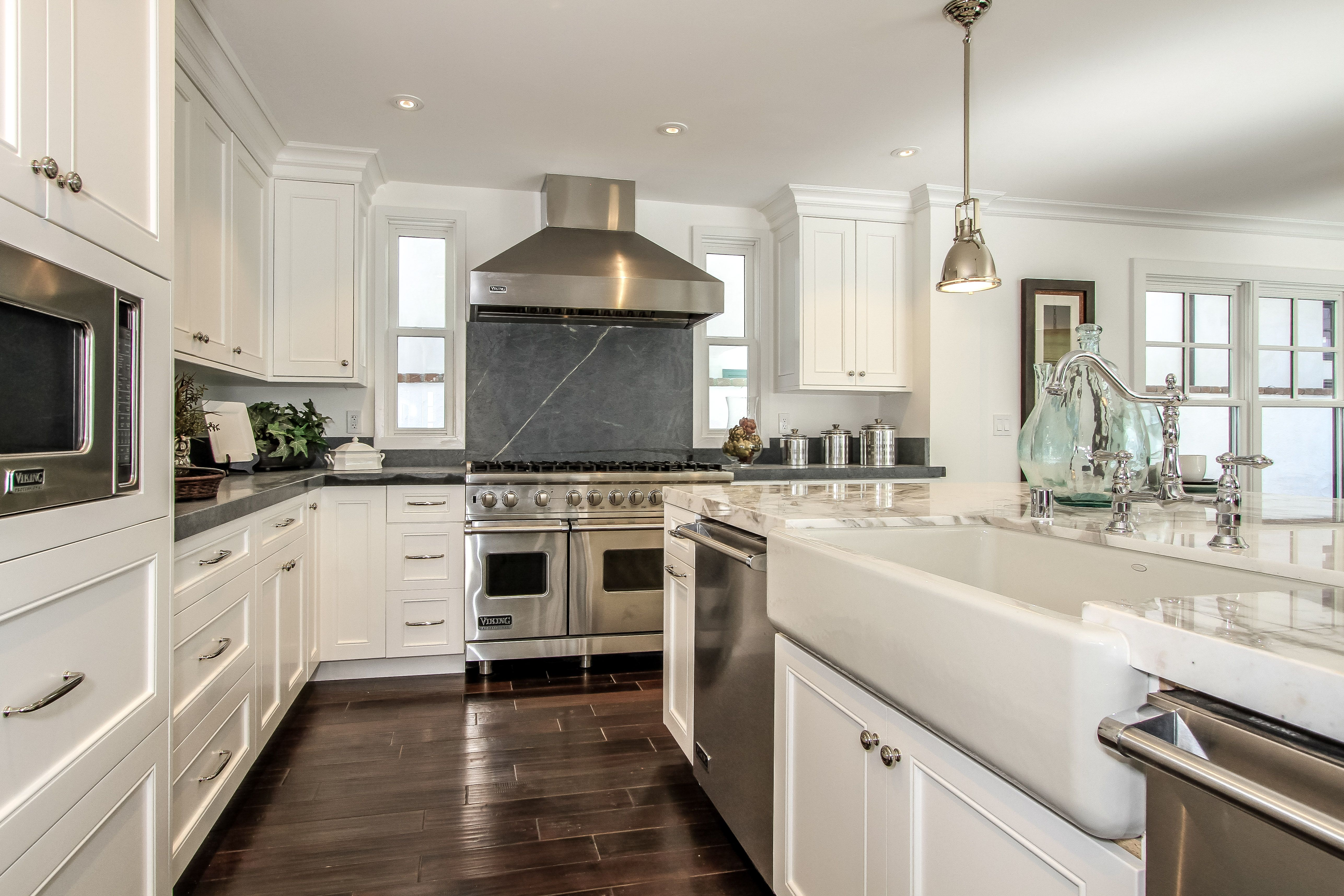 This Large Open Kitchen Has Been Upgraded With Custom Made Cabinets Black Soapstone Countertops