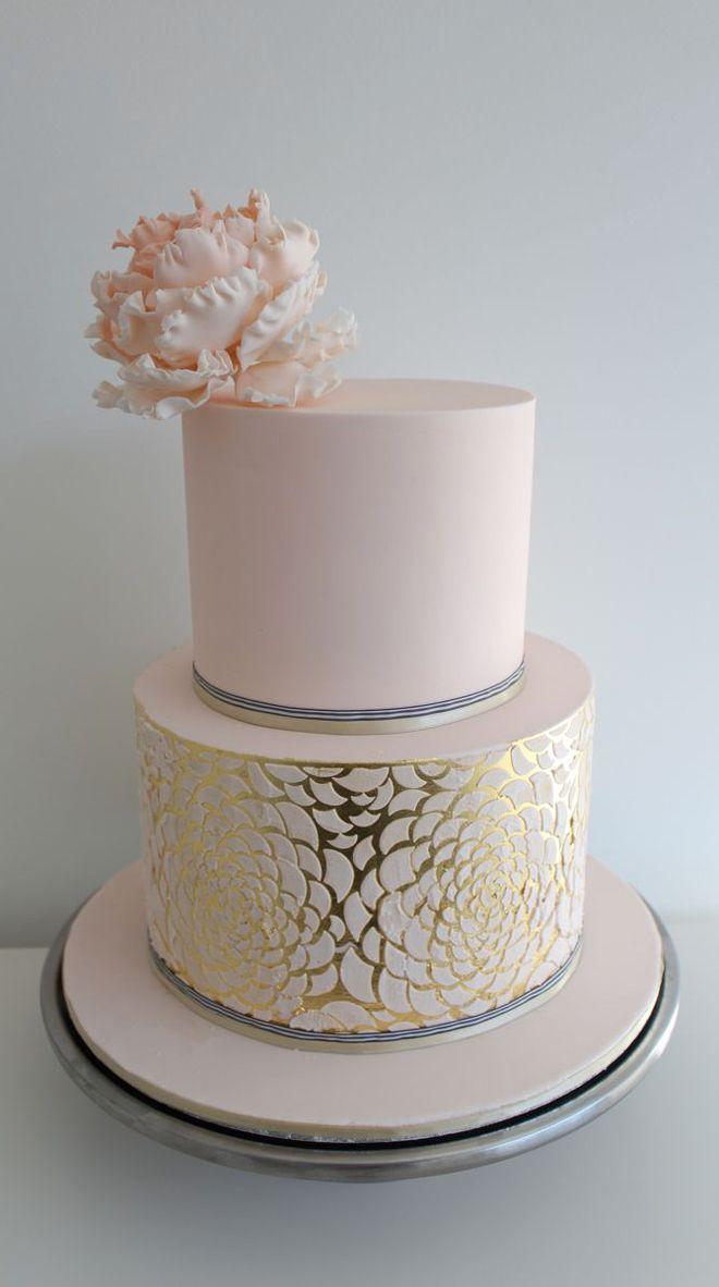 Un Tort De Nunta Extrem De Inspirat Si Elegant Bucatele Aurii Sunt