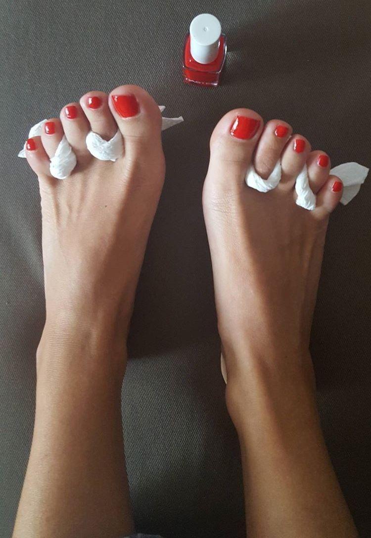 Seldom.. Beautiful nude women with sexy feet
