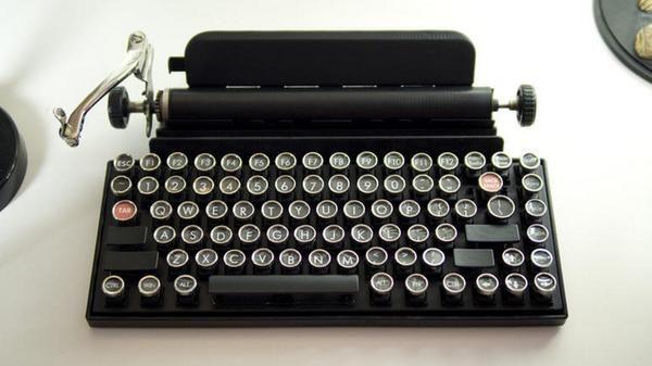Retro typewriter design of new computer keyboard (CNET)