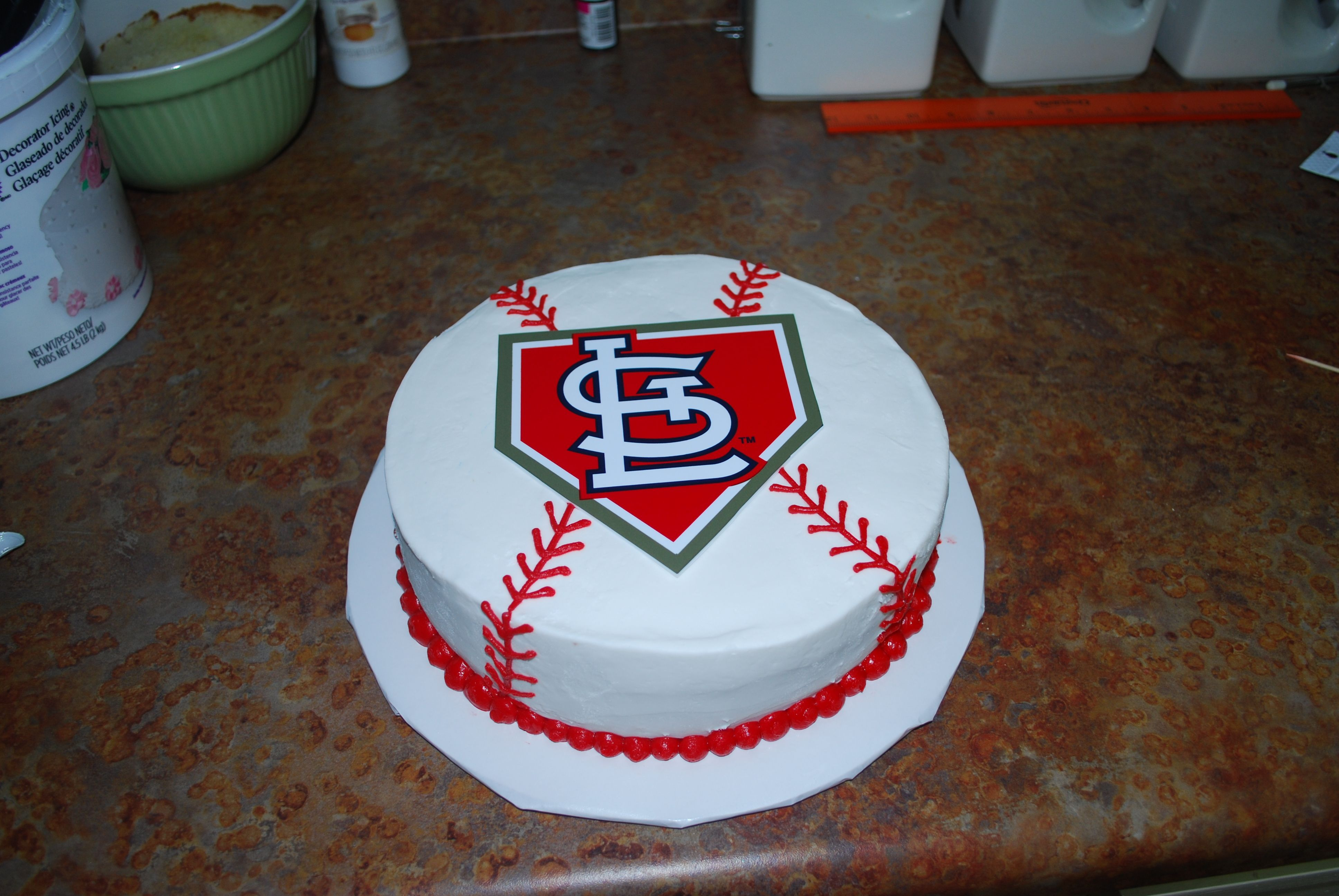 Cardinals cake i madeturned out cute cakes pinterest