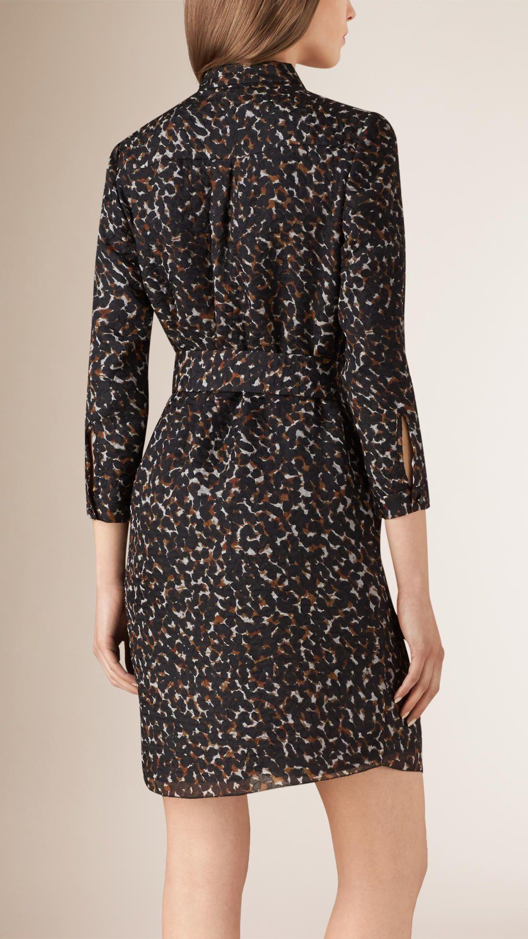 Robe chemise en soie mélangée à imprimé fauve   Burberry c7b84a15a7e