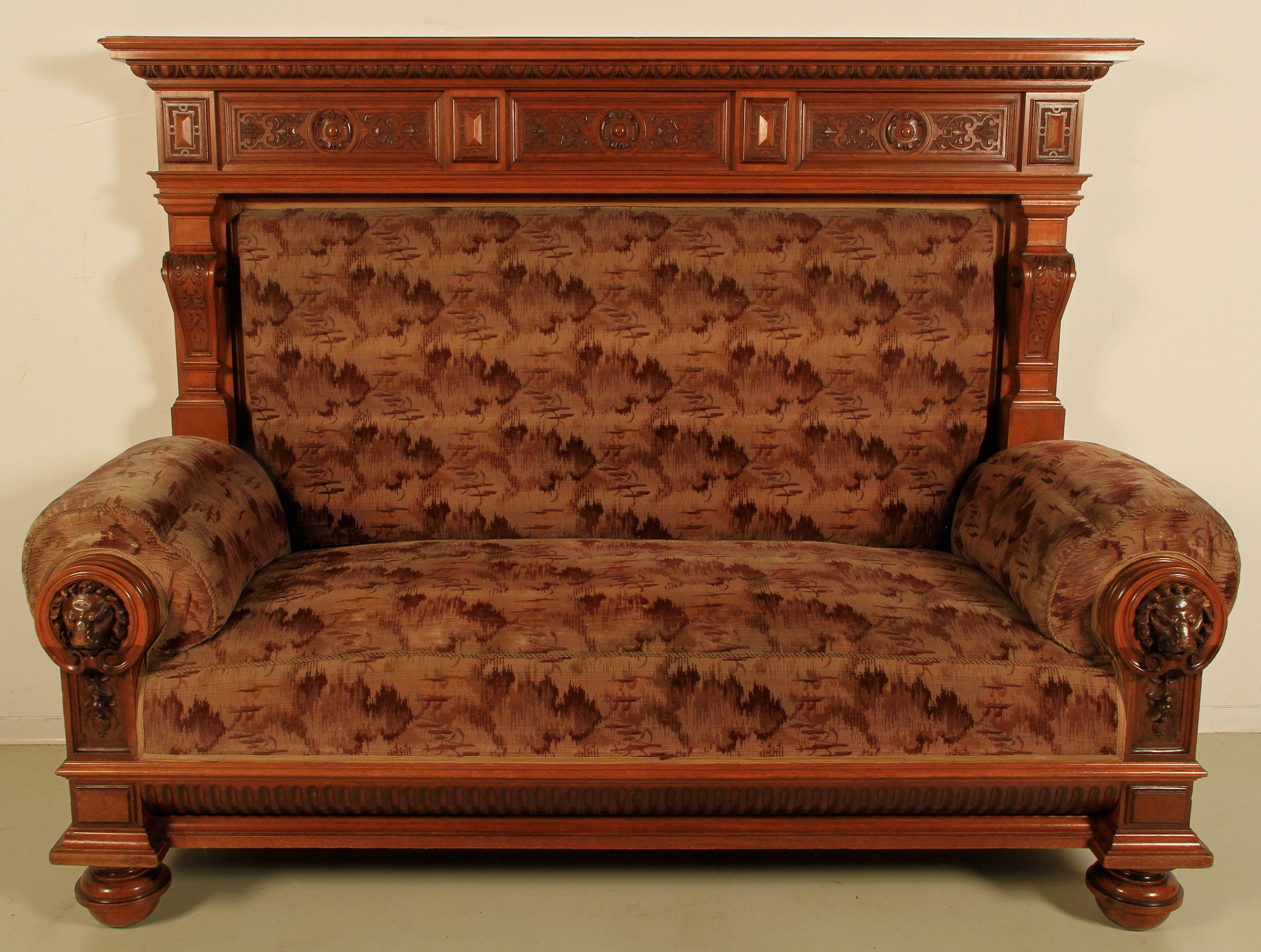 gr nderzeit sofa mit berbau epoche gr nderzeit holzart nussbaum ma e h he 173 cm breite. Black Bedroom Furniture Sets. Home Design Ideas