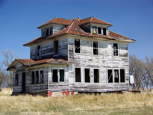 Abandoned farm in North Dakota. ive alwyas loved north dakota farmland and its really cheap, we may buy a vacation home there, from ak to nd, weird huh lol