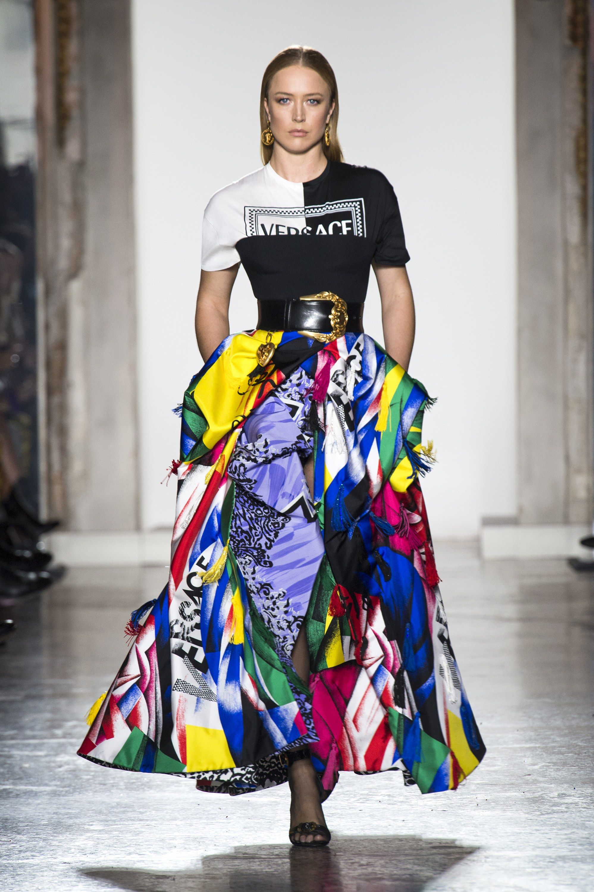 7fb006511cad Versace Fall 2018 Ready-to-Wear Collection - Vogue Versace Fall 2018 Ready-