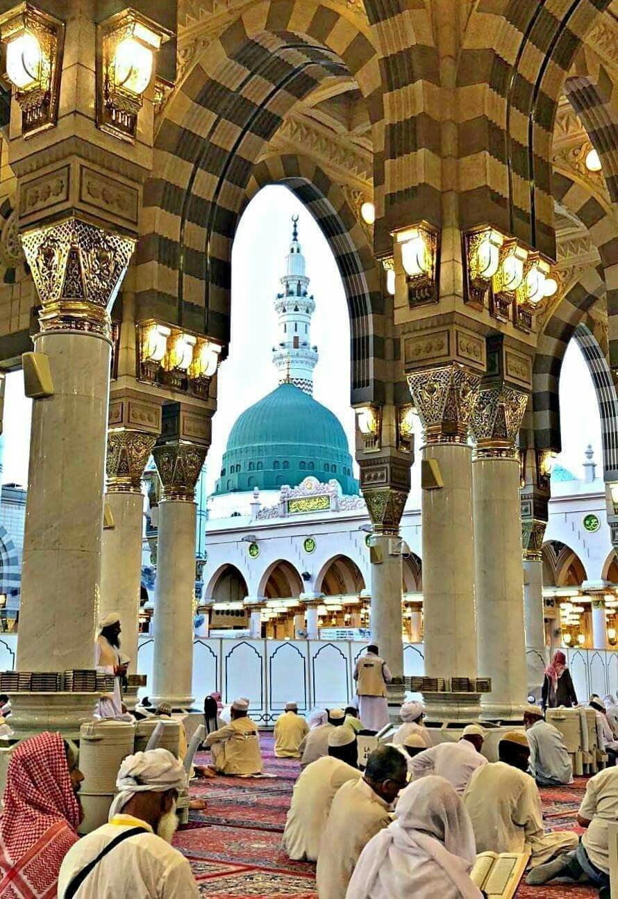 Praying In Masjid Nawabi The Second Largest Mosque In The World There Are Many Great Virtues In Praying In Masjid Nawabi The Prophe Masjid Green Dome Mosque
