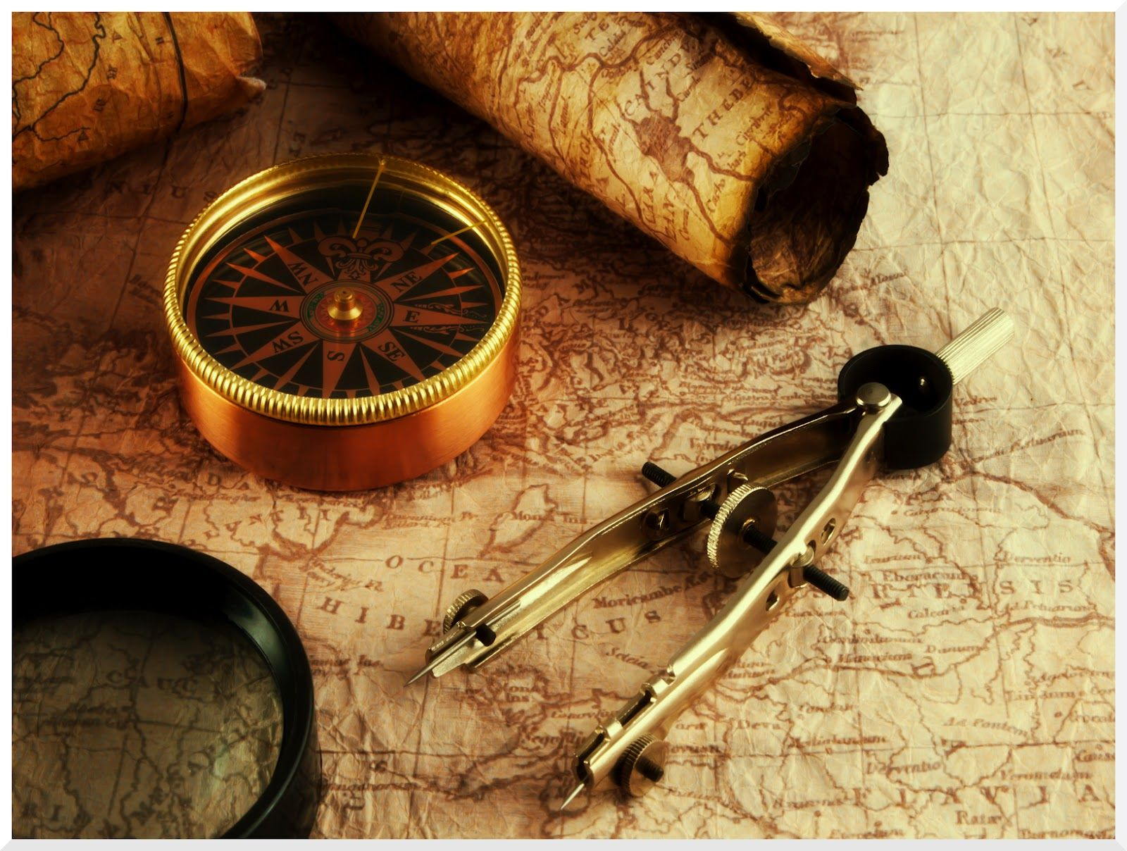 Vintage Old Map And Compass Jpg 1600 1208 Vintage Compass Compass Wallpaper Map Compass