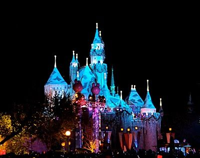 One of my favorite shots of the castle at Christmastime!
