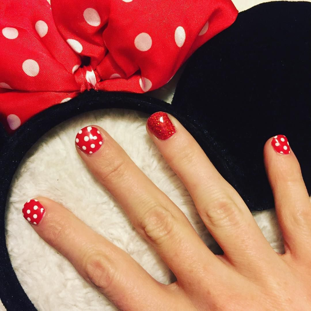 minnie and mickey disney spotty nails. red and white polka dot