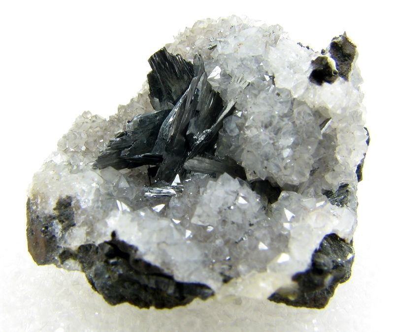 Pyrolusite on quartz