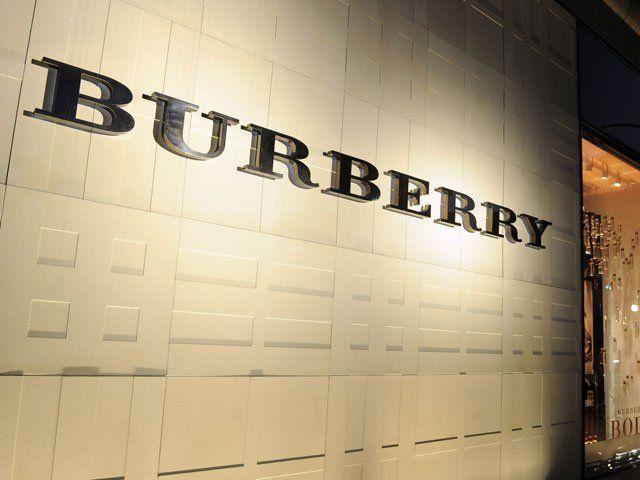Burberry svelerà in live streaming su Apple TV la sua nuova collezione. Dal dispositivo di Apple sarà possibile guardare l'evento live e contattare il servizio clienti .