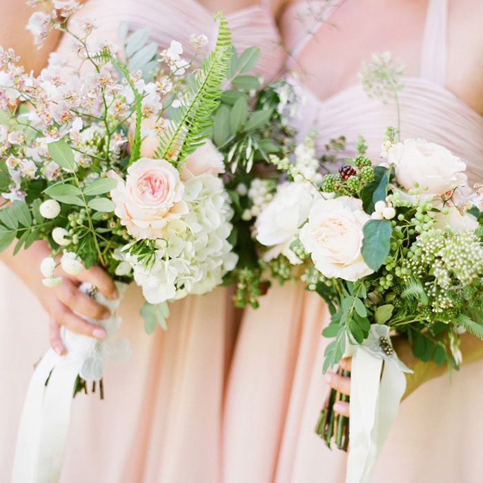 White And Blush Flowers With Natural Pieces Places In Not Bouquets Flowerspink Rosesgreen