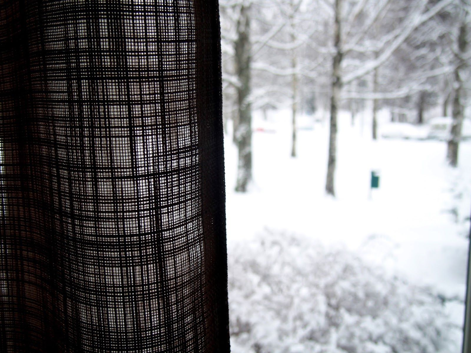 Curtains and snow  | Alinan kotona blog