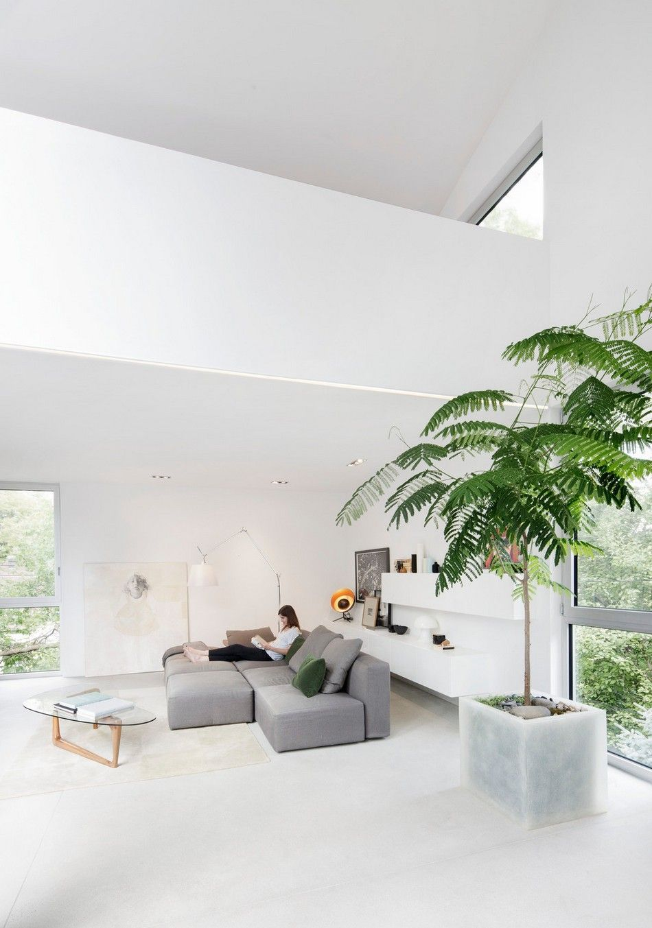 Contemporary Detached Dwelling Hiding Spatial Complexity in