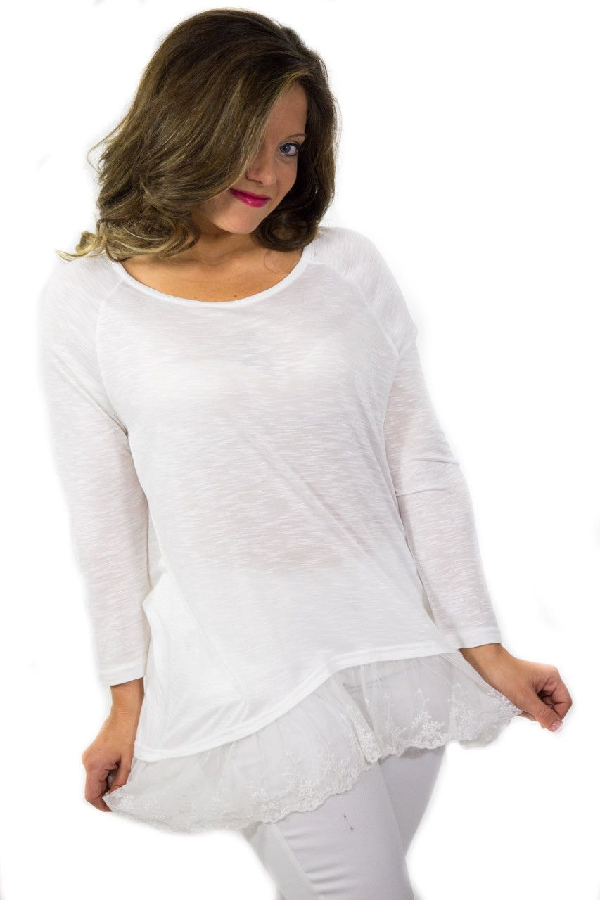 This cotton tee is so comfy and lightweight for those warmer days. Pairs perfectly with white pants. Model is wearing a S/M.