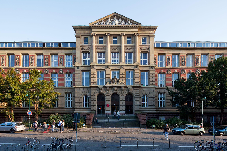 The Technische Universitat Darmstadt Is A Research University In Darmstadt It Was Founded In 1877 And Receiv Darmstadt Technische Universitat Darmstadt Hessen