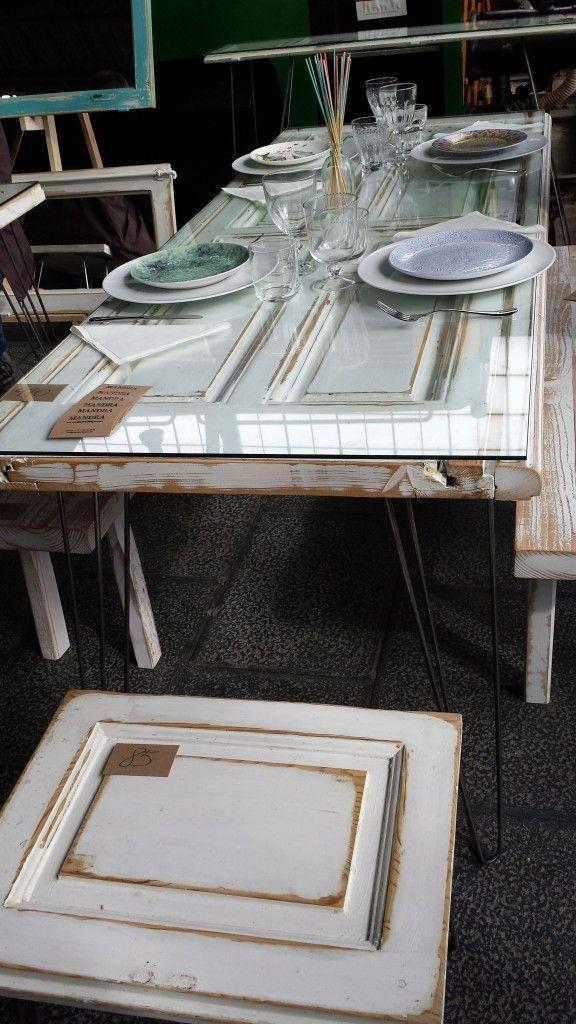 Porta amb vidriera reciclada com a taula de menjador for Reciclado de puertas
