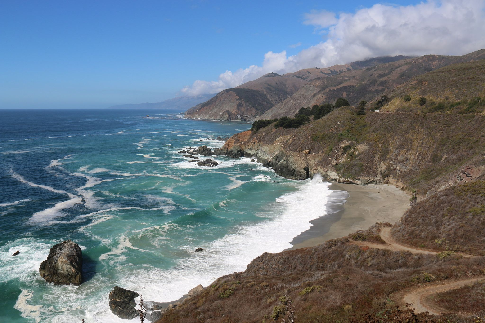 Beach along Big Sur | Big Sur is an area of central California coastline where the Santa Lucia Mountains rise in steep, jagged formations from the Pacific Ocean. (pinned by haw-creek.com)