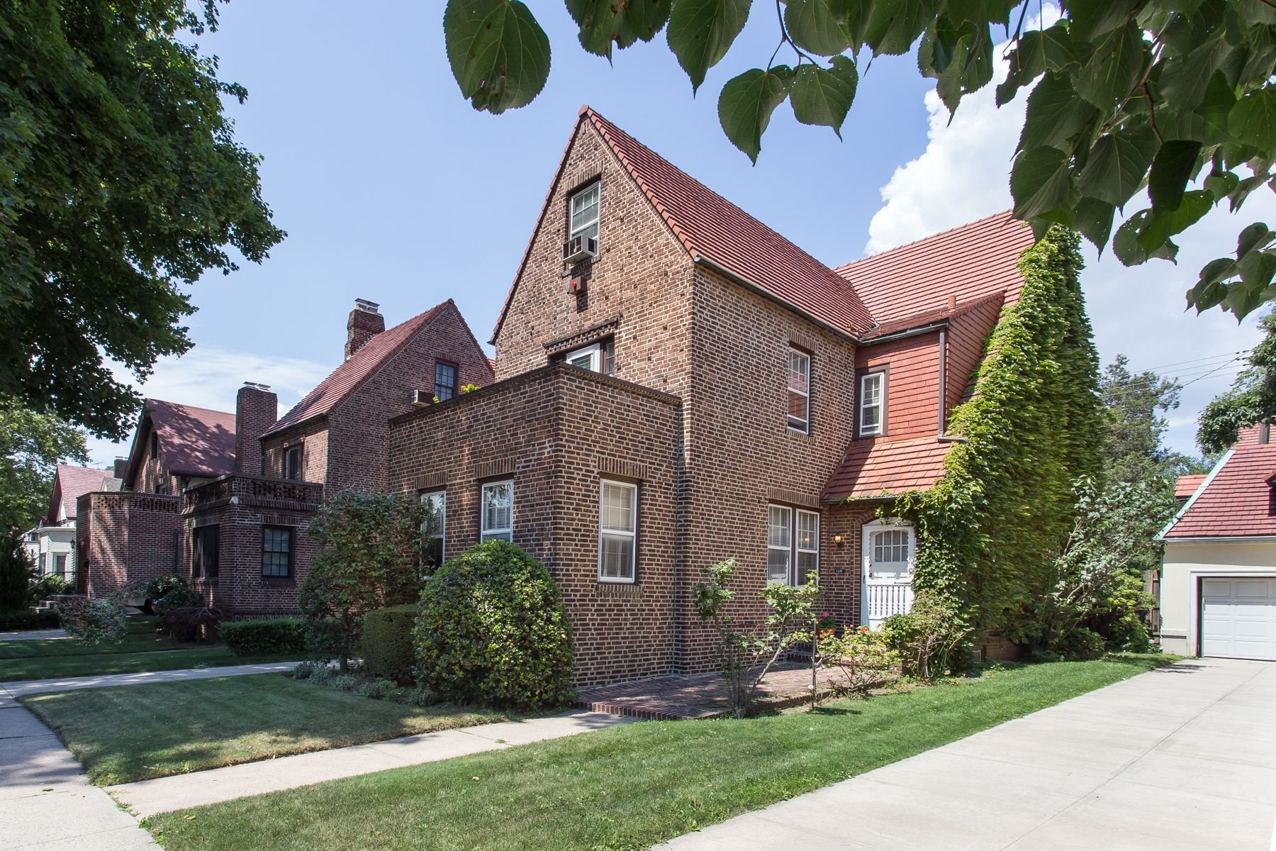 3f15fa4b42bd8e2f9de6ca6db0bfb6f7 - Forest Hills Gardens Real Estate Sotheby's