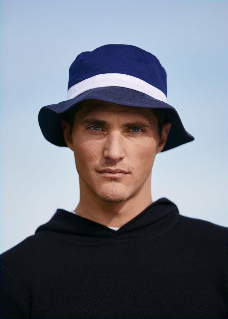 Ollie Edwards Models Leisure Looks for Mango  39095b52521
