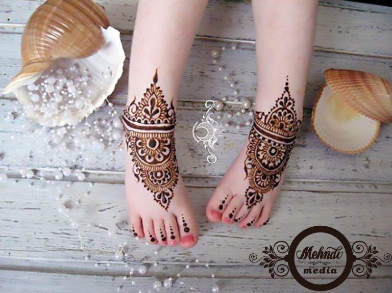 simple easy foot mehndi design for kids