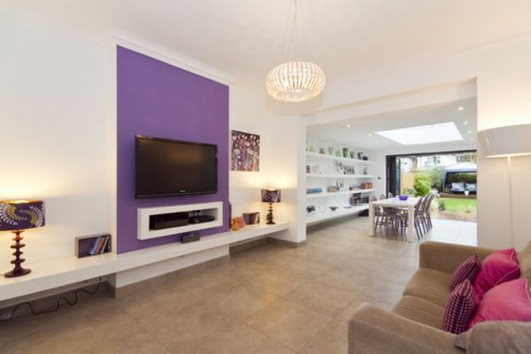 Wohnzimmer Designs Lila couch leuchter regale lampe idee Anbau - Wandgestaltung Wohnzimmer Grau Lila