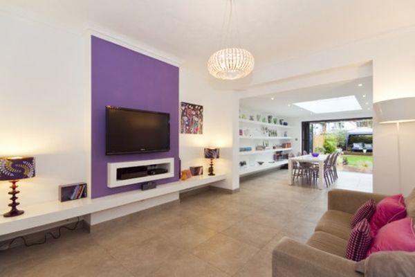 Wohnzimmer Designs Lila couch leuchter regale lampe idee Anbau