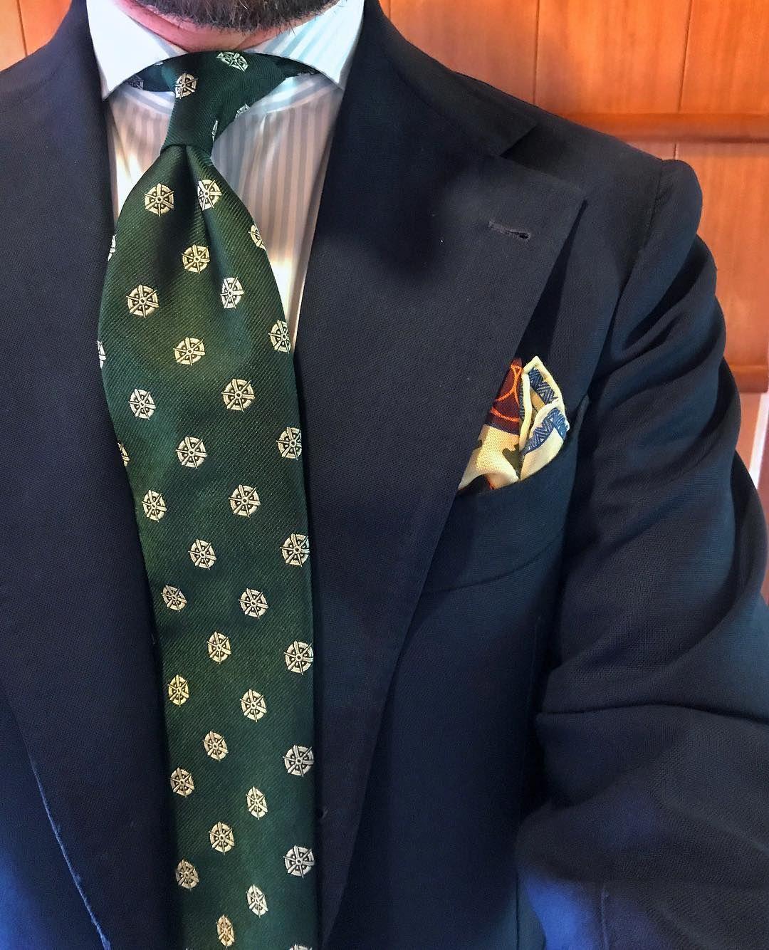 Benedikt Fries On Instagram Bottle Green Kyoto Crest Silk Tie And Our Cream Samurai Motif Pocket Square Shibumi Moda Uomo Abiti Uomo Moda