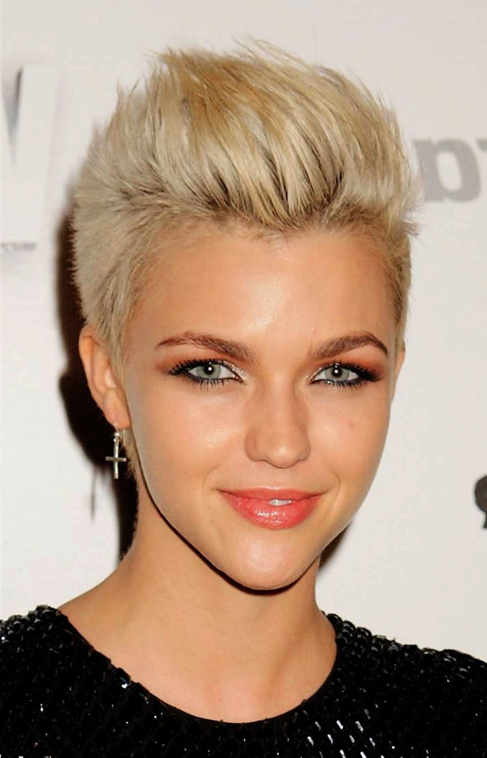 Short Female Hairstyles : Simple Hairstyle Ideas For Women and Man ...