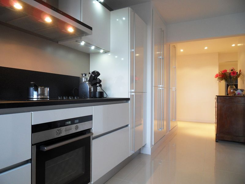 La cuisine blanche : intemporelle et élégante | Cuisine mobalpa ...