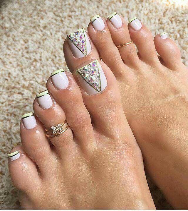 pretty toenails
