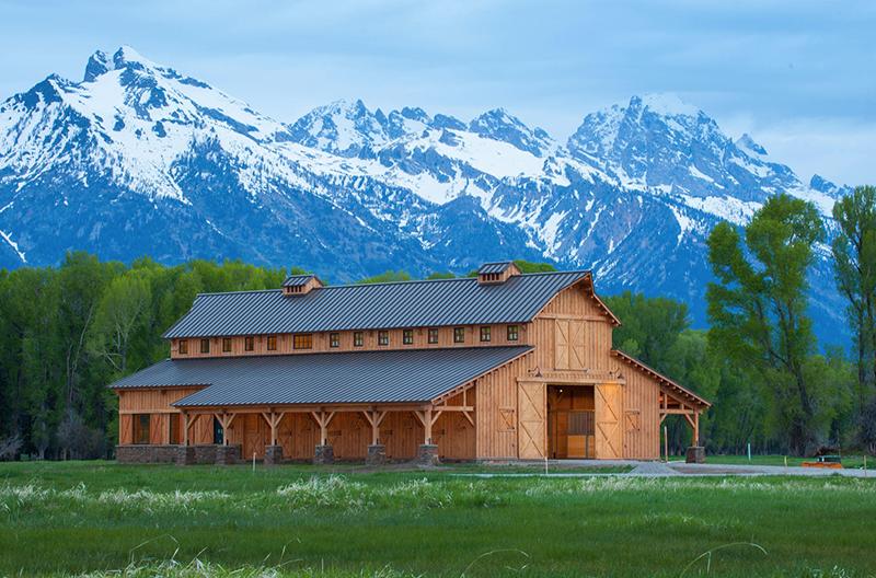 A Beautiful Post Beam Barn In Wyoming Horse Barn Designs Barn Living Horse Barns