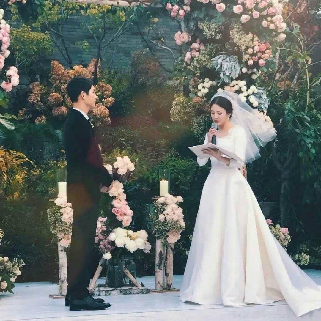 Songsong wed 171031 Song hye kyo, Đám cưới, Cười