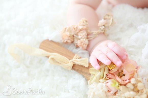 120722_blog07.jpg..sweet little hand