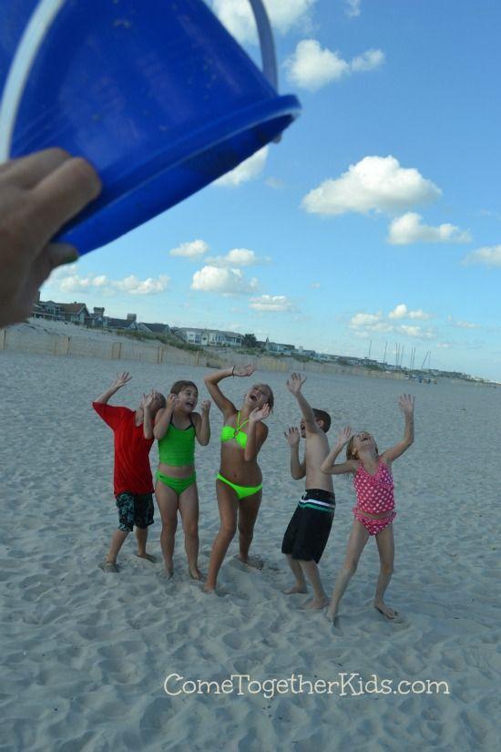 Come Together Kids Funny Beach Photo Idea Beach Family Photos Family Beach Pictures Funny Beach Photos
