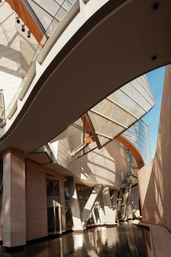 Foundation Louis Vuitton   Frank Gehry   Photography © Fondation Louis  Vuitton a20e72bbacf