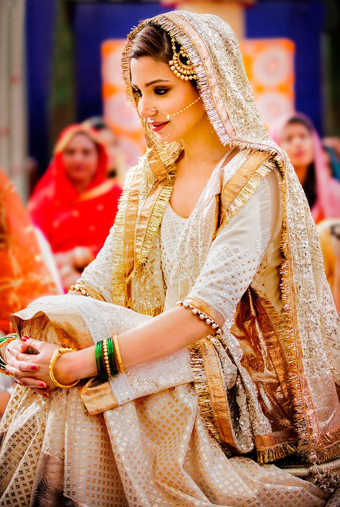 Anushka sharma looks enchanting as a bride in her upcoming - Anushka sharma sultan images ...