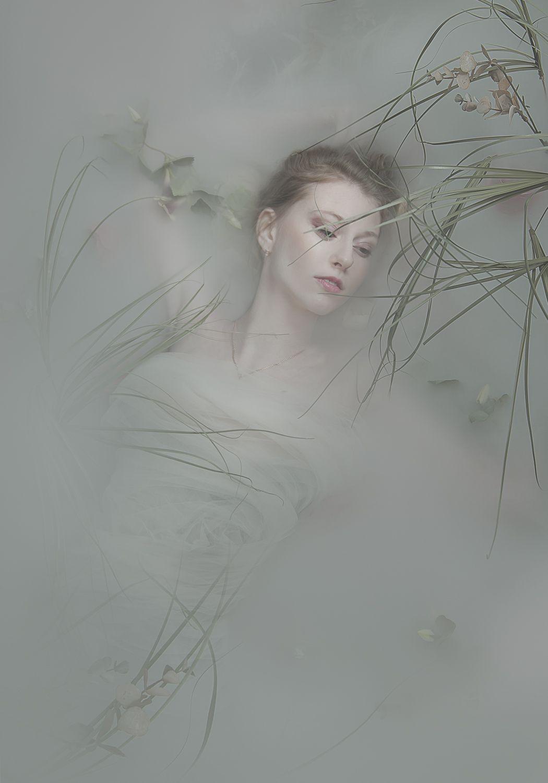 Картинки женщины в тумане
