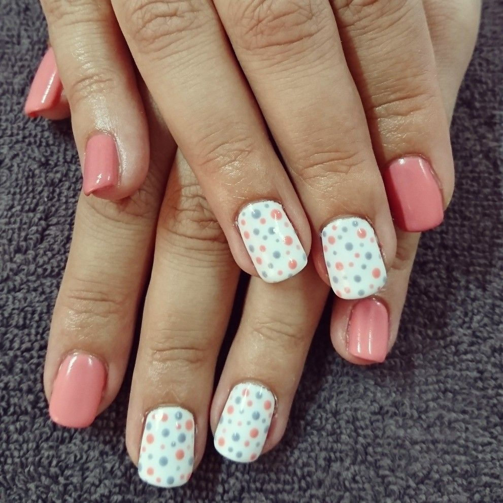 peach and white nails with peach and blue dots | romantique nails