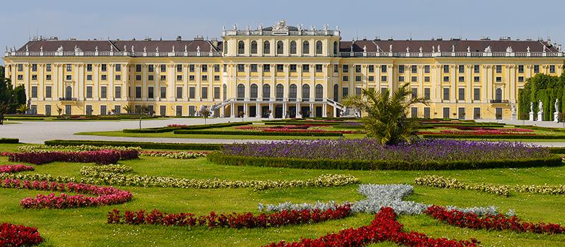 Schloss Schonbrunn Hapsburg Palace Has 1441 Rooms Schonbrunn Schloss Schonbrunn Schloss
