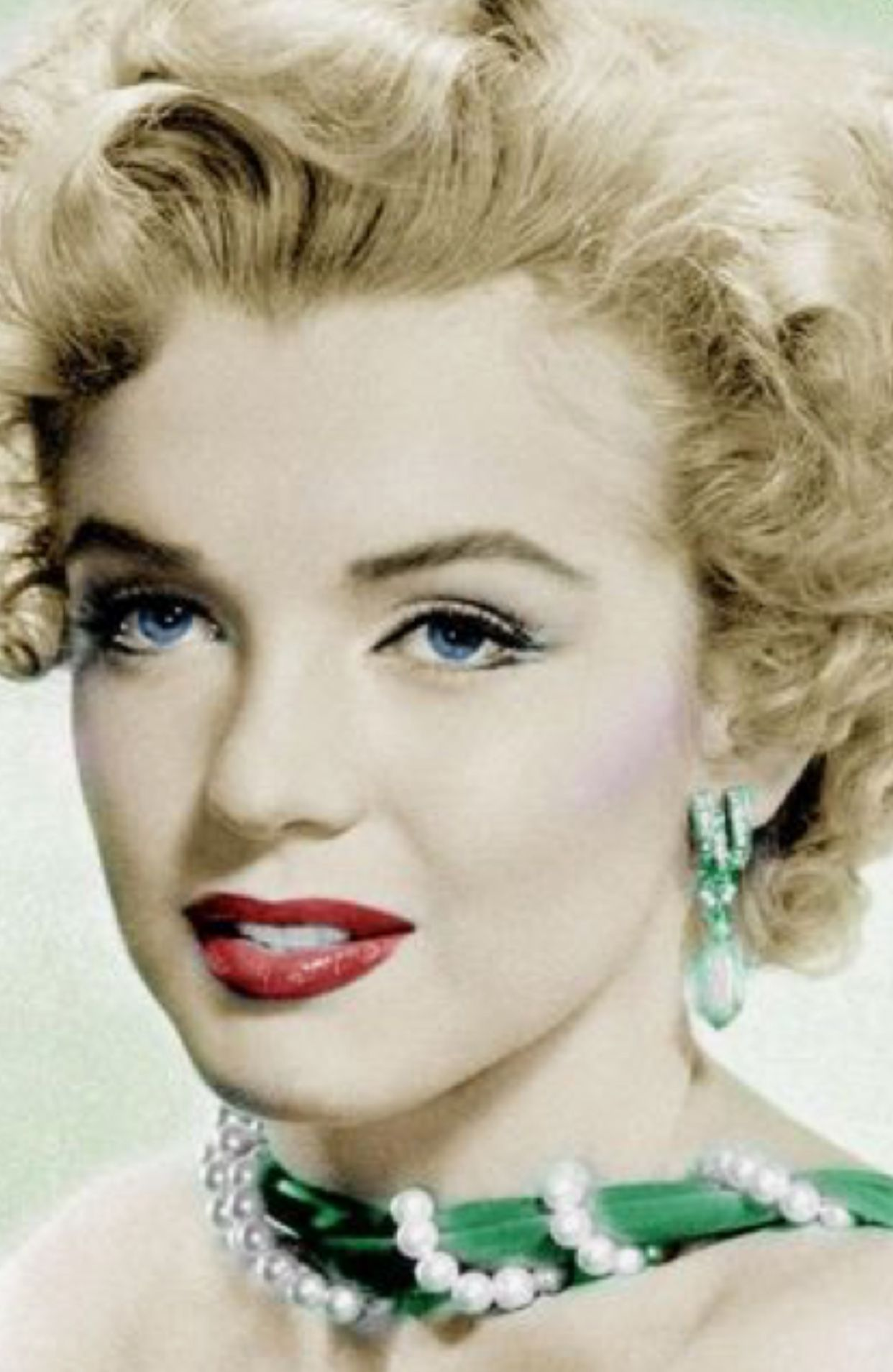 marilyn monroe, beautiful color photo of her. | marilyn